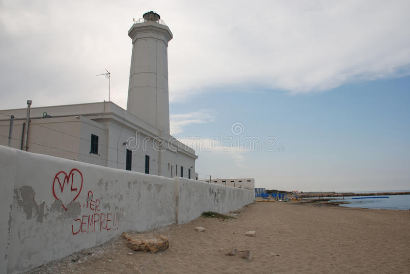 San Cataldo Lighthouse avec le graffiti image libre de droits