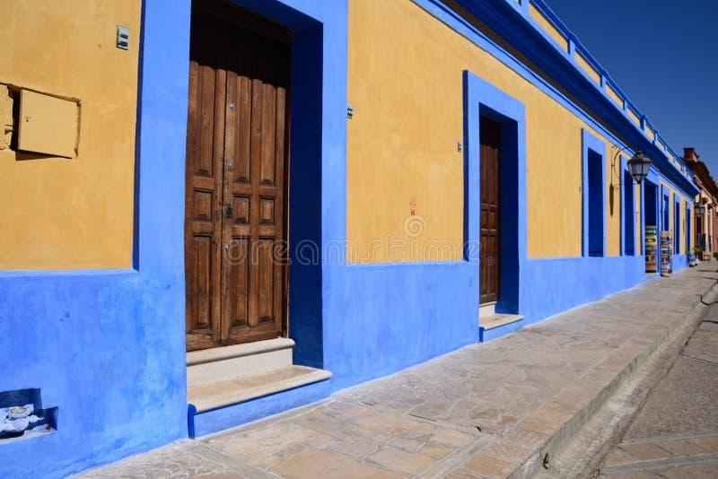 San Cristobal De Las Casa, Mexique 29 d?cembre 2018 : Rues et b?timents color?s dans San Cristobal image libre de droits