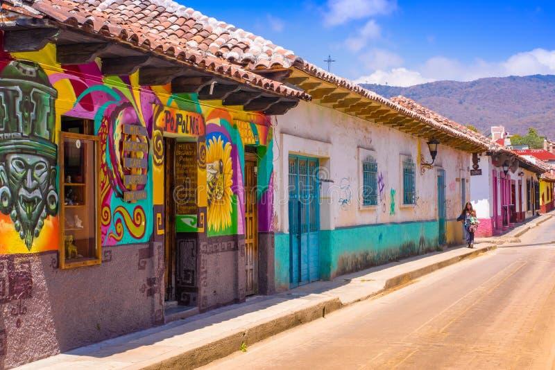 Download SAN CRISTOBAL DE LAS CASAS, MESSICO, MAGGIO, 17, 2018: Vie Nella Capitale Culturale Del Chiapas Nel Centro Urbano Fotografia Editoriale - Immagine di attrazione, colore: 117976591