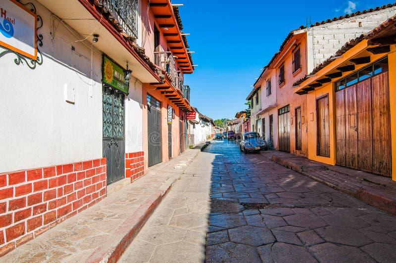 San Cristobal de Las Casas, Mexiko - 25. November 2010 Stra?e der Stadt lizenzfreies stockbild