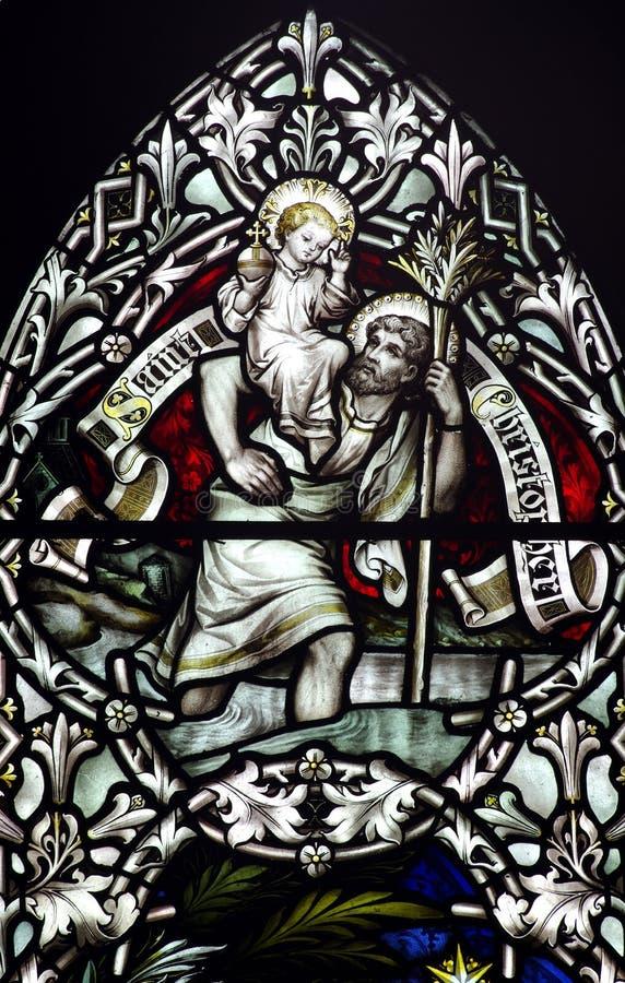 San Cristoforo con il bambino Gesù sulla sua spalla (vetro macchiato) fotografie stock libere da diritti