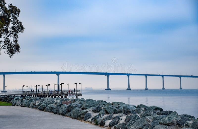 San Diego Bay Bridge de parc d'Embarcadero photographie stock libre de droits