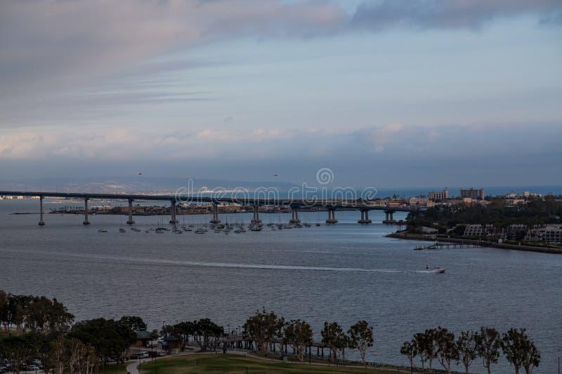 San Diego Bridge al crepuscolo fotografia stock libera da diritti