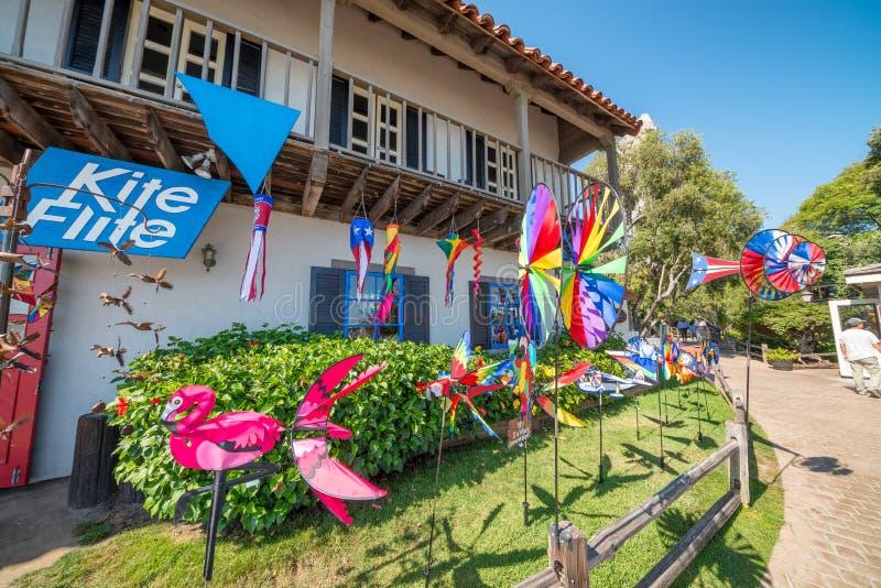 SAN DIEGO, CA - 30 DE JULHO DE 2017: Turistas na vila do porto san foto de stock royalty free