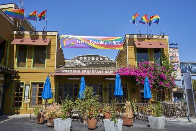 SAN DIEGO, CA - 12 JUILLET 2017 : être prêt pour Pride Festival annuel et le défilé image stock