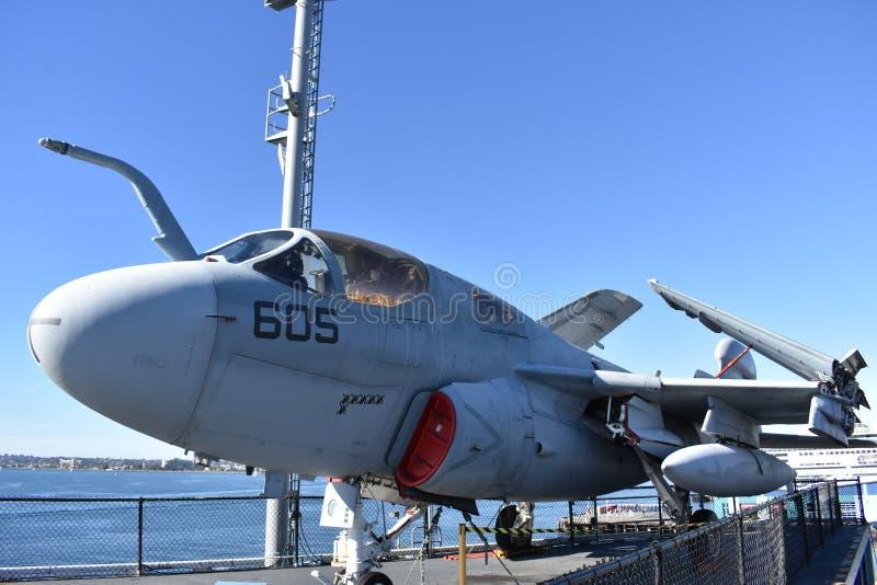 San Diego, California - los E.E.U.U. - DEC 04,2016 - museo intermediario de USS del merodeador de EA-6B imagenes de archivo