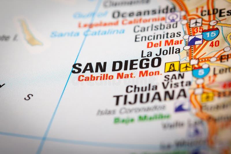 San Diego City sur une carte de route photos stock