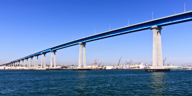 San Diego - Coronado Brücken-und Marine-Lieferungen lizenzfreies stockfoto