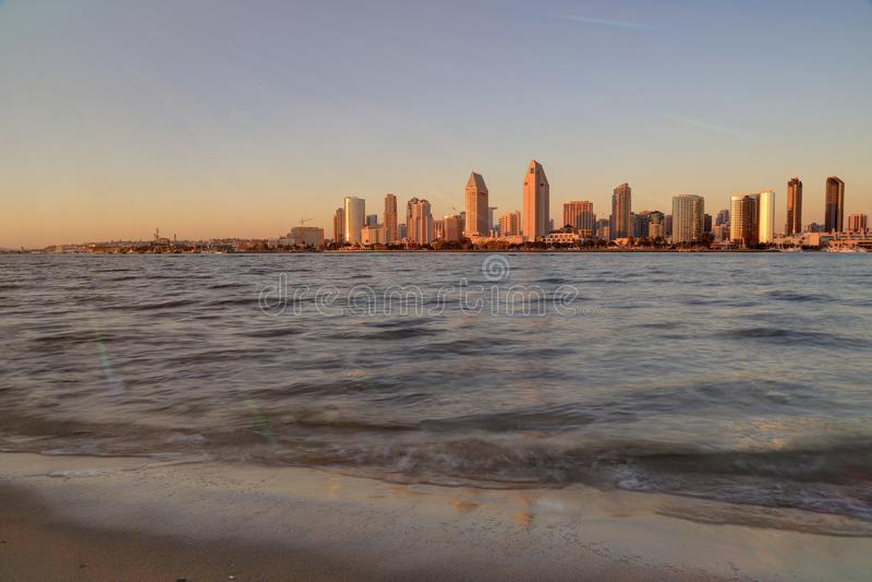 San Diego Kalifornien horisont från den Coronado ön royaltyfri bild
