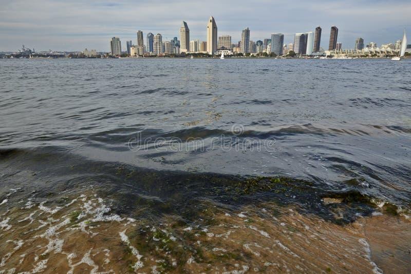 San Diego linia horyzontu z naprzeciw zatoki obraz stock