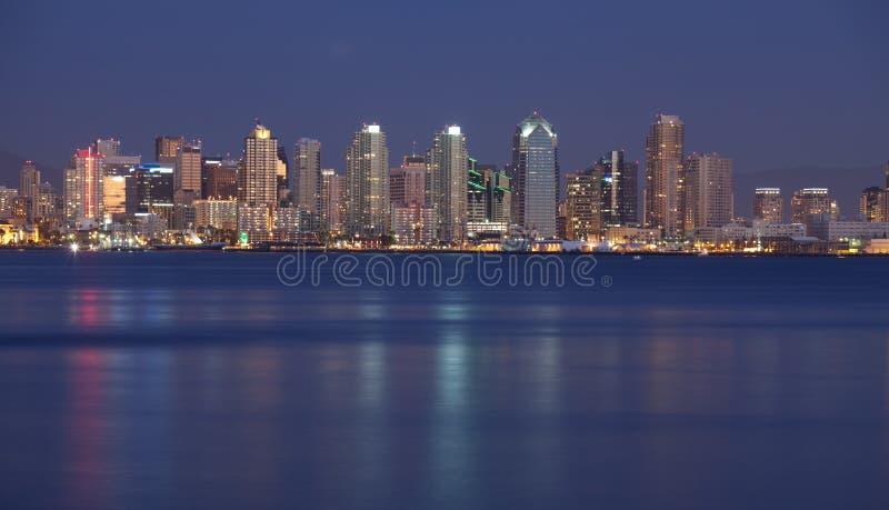 San Diego nachts lizenzfreie stockfotos