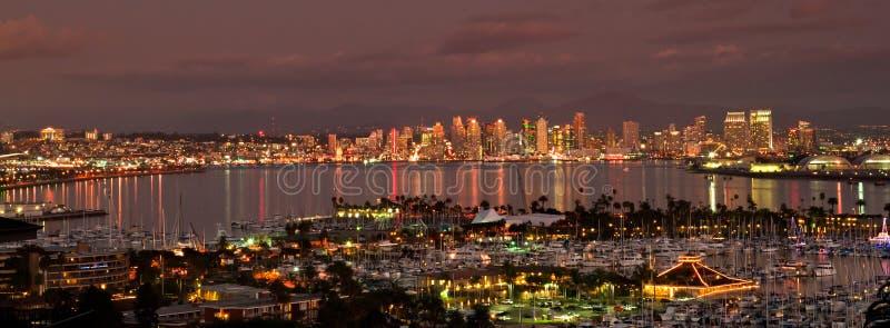 San Diego på natten arkivbild