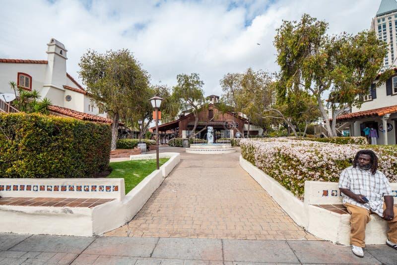 San Diego Seaport Village no oceanfront - CALIF?RNIA, EUA - 18 DE MAR?O DE 2019 imagens de stock