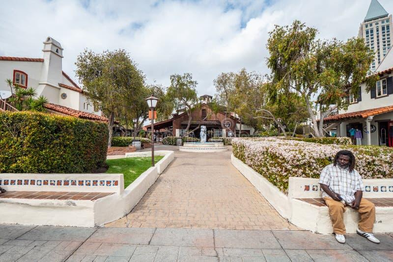 San Diego Seaport Village Park - KALIFORNIEN, USA - MARS 18, 2019 royaltyfria foton