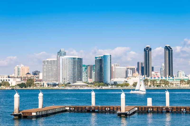 San Diego Skyline från den Coronado ön arkivfoton