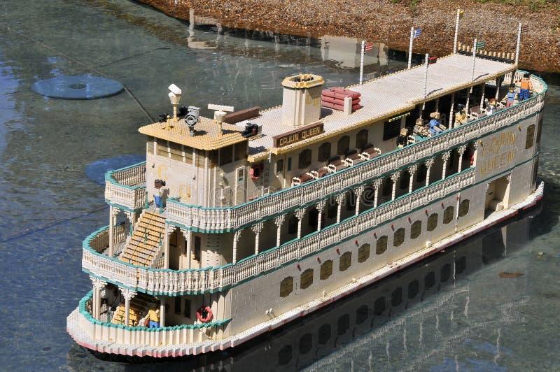 SAN DIEGO, USA - 23. September 2019: Reproduktion eines Flussschiffes in Legoland lizenzfreie stockfotografie