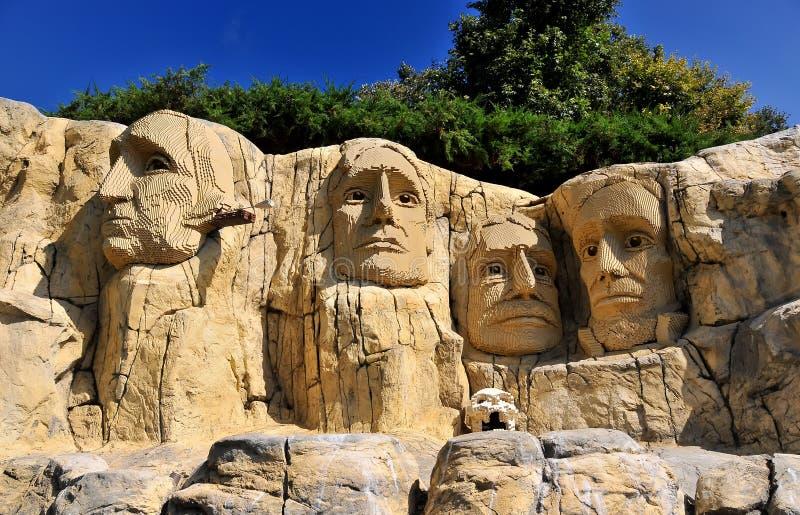SAN DIEGO, USA - 23 september 2019: Uppgifter vid Legoland-orten, Rushmore-berget arkivfoto