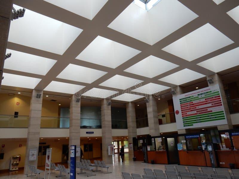 San Donato Milanese - atrium Szpitalny wejście zdjęcia stock