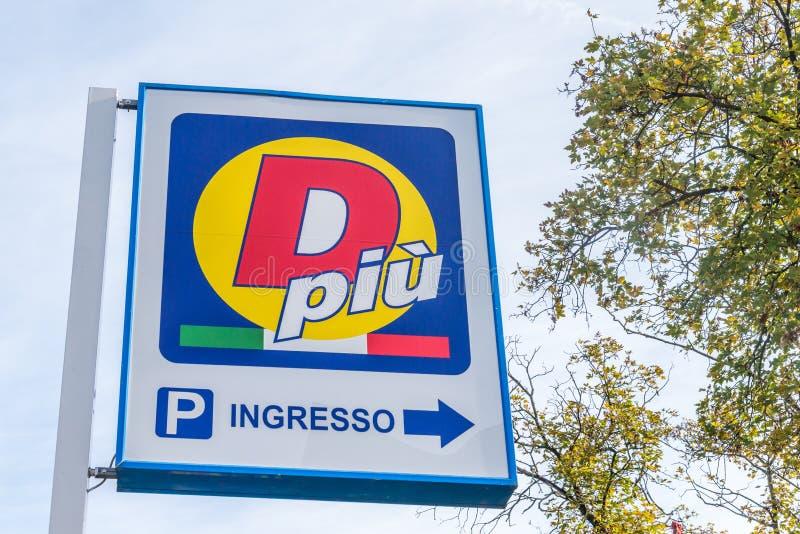 San Donato Milanese Włochy, Październik, - 15th, 2017: D Piu jest budżeta rabata supermarketem obraz stock