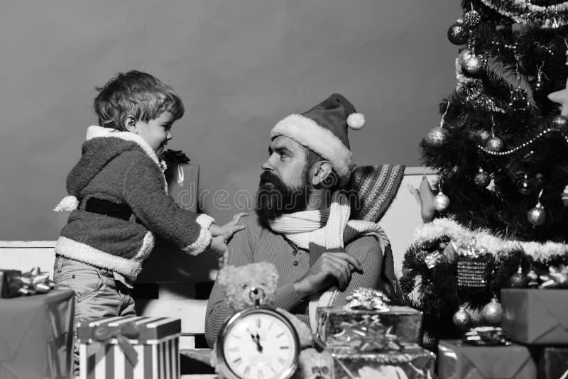 San Esteban y familia Hombre con la barba y la cara seria foto de archivo libre de regalías