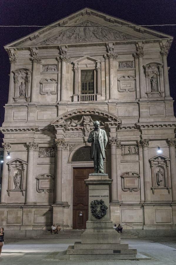 San Fedele Square em Milão imagem de stock