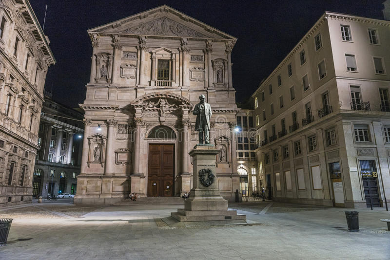 San Fedele Square em Milão fotos de stock
