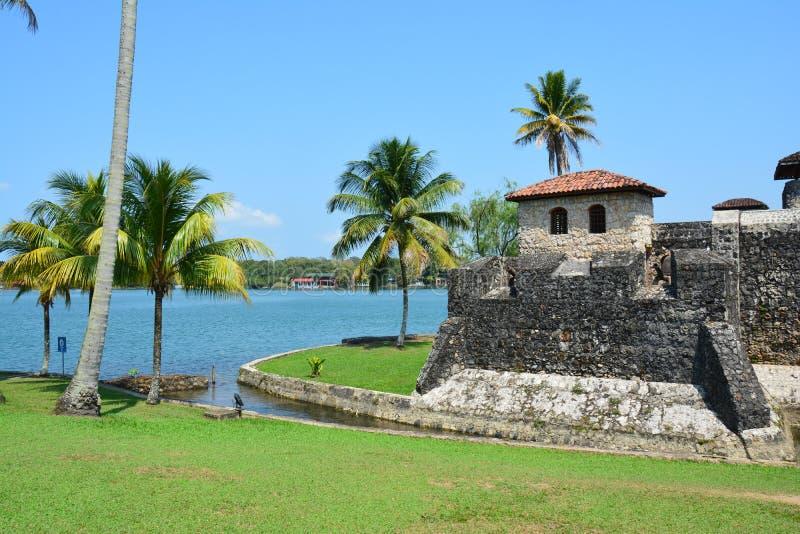 San Felipe Castle sulle rive di Rio Dulce Guatemala fotografia stock libera da diritti