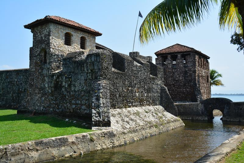 San Felipe Castle sulle rive di Rio Dulce Guatemala immagini stock libere da diritti