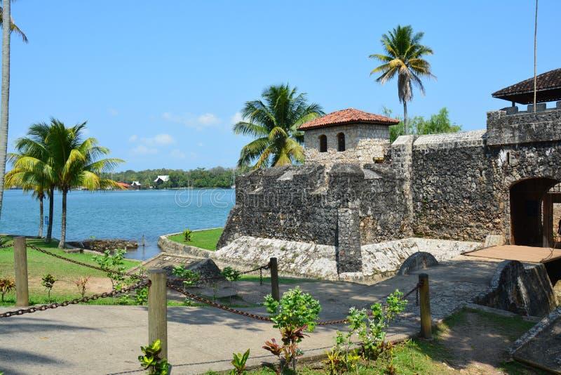 San Felipe Castle sur les rivages de Rio Dulce Guatemala image libre de droits