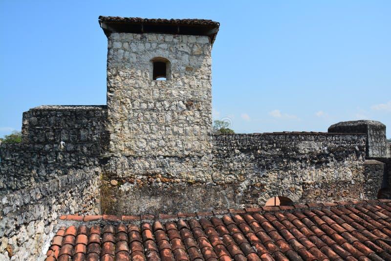 San Felipe Castle sur les rivages de Rio Dulce Guatemala photo stock