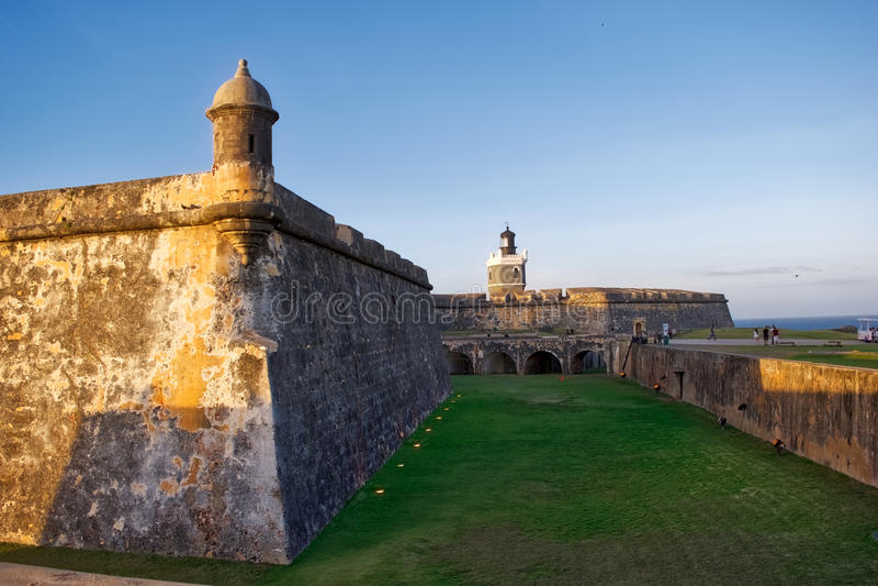 San Felipe del Morro Fort en la puesta del sol foto de archivo