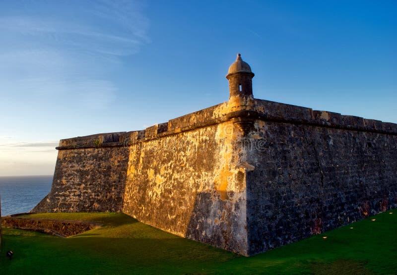 San Felipe del Morro Fort en la puesta del sol fotos de archivo libres de regalías