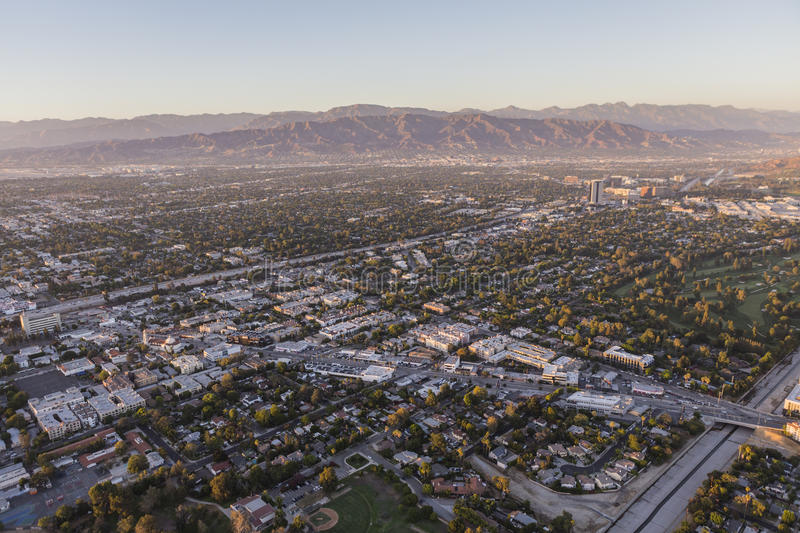 San Fernando Valley Aerial View Towards Lankershim och Cahuenga arkivbild