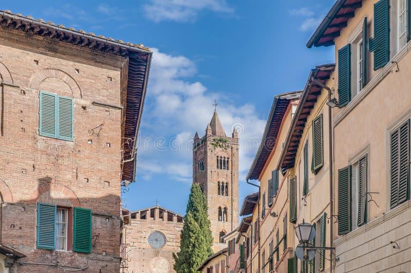 San Francesco, en kyrka i Siena, Tuscany, Italien royaltyfria bilder