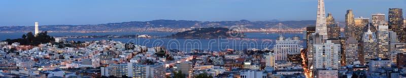 San Francisco au crépuscule (projectile panoramique) images stock