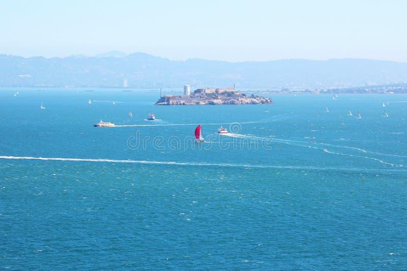 San Francisco Bay, Ansicht in Richtung zu Alcatraz lizenzfreie stockfotos