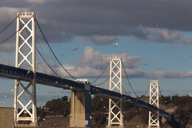 San Francisco Bay Bridge au crépuscule photos libres de droits