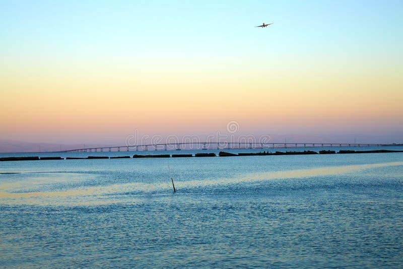 San Francisco Bay e San Mateo Bridge immagini stock
