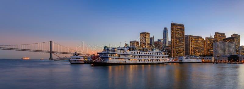 San Francisco Belle en van de binnenstad in Chrismas van houten Pijler 7 stock fotografie