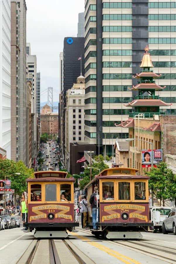 San Francisco, CA - CIRCA im Juli 2014 - Drahtseilbahn auf der Straße von San Francisco, circa im Juli 2014 stockbilder