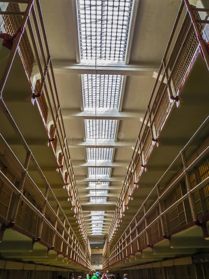 San Francisco, CA los E.E.U.U. - células de la población en general de la prisión de Alcatraz imagenes de archivo