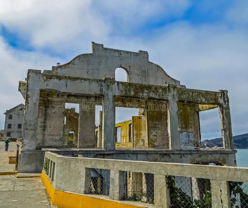 San Francisco, CA los E.E.U.U. - ruinas del club de los oficiales de prisión de Alcatraz foto de archivo libre de regalías