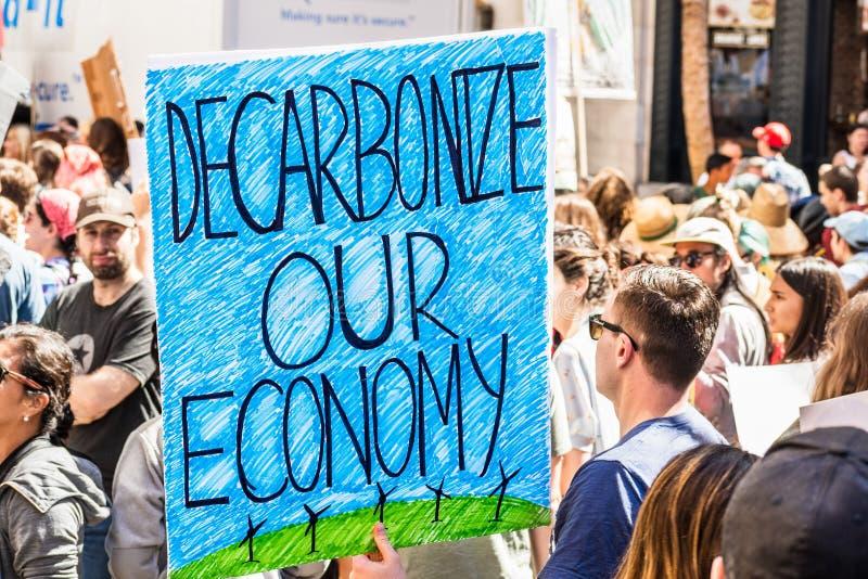 20.09.2019 San Francisco / CA / USA - Dekarbonisieren Sie unsere Wirtschaftsplattform, die auf der Global Youth Climate Strike Ra lizenzfreies stockbild