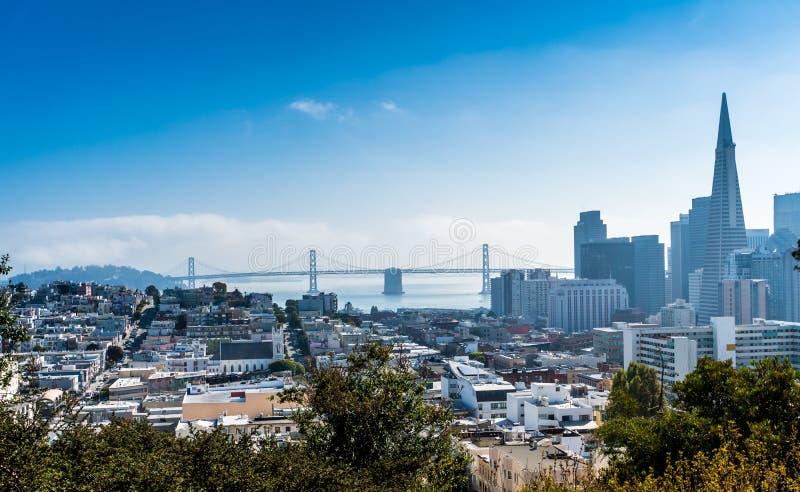 San Francisco Cable Car i centrum royaltyfria bilder