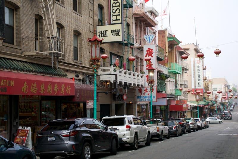 SAN FRANCISCO, CALIFÓRNIA, ESTADOS UNIDOS - 25 de novembro de 2018: Dia no bairro chinês em San Francisco San Francisco fotos de stock royalty free