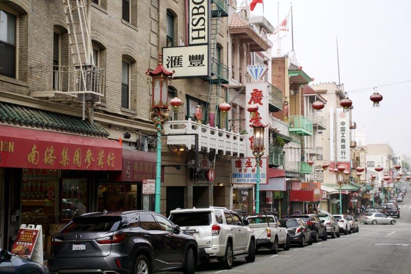 SAN FRANCISCO, CALIFÓRNIA, ESTADOS UNIDOS - 25 de novembro de 2018: Dia no bairro chinês em San Francisco San Francisco foto de stock