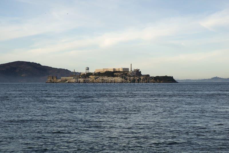 SAN FRANCISCO, CALIFORNIA, ESTADOS UNIDOS - 25 de noviembre de 2018: Alcatraz, la prisión fría silenciosa en el San Francisco Bay imagenes de archivo
