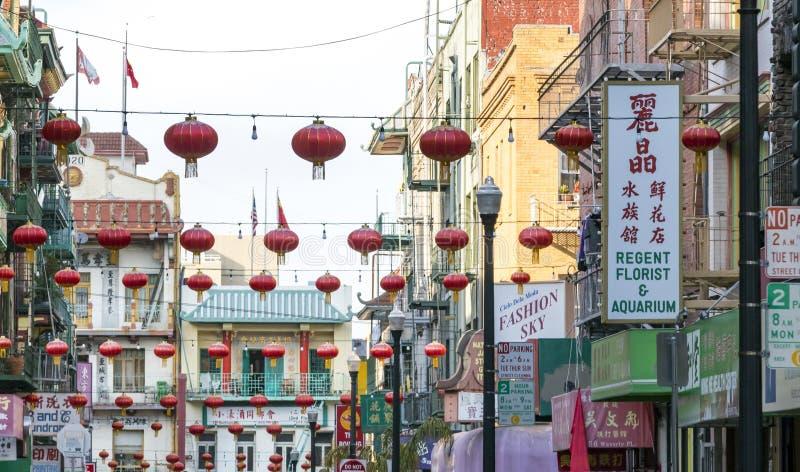 SAN FRANCISCO - CERCA DE 2017: Cair colorido das decorações acima do foto de stock royalty free