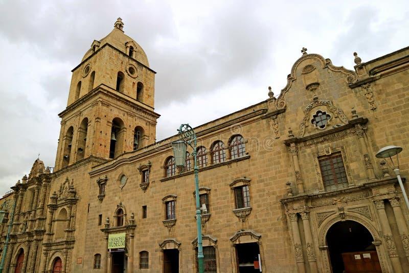 San Francisco Church, berömd historisk gränsmärke på plazaen San Francisco Square, centrum av La Paz, Bolivia royaltyfri bild
