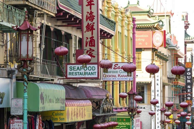 SAN FRANCISCO - CIRCA 2017: Bunte Zeichen für chinesisches restauran lizenzfreie stockfotos